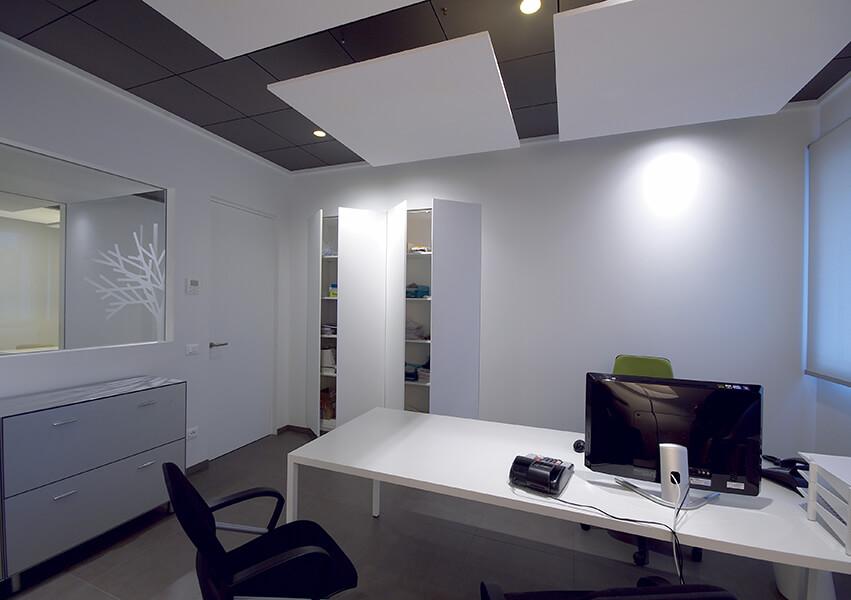 foto di Chiusure a parete combinate con ante in stratifica di alluminio