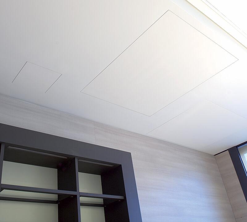 foto di botola soffitto raso muro chiusa