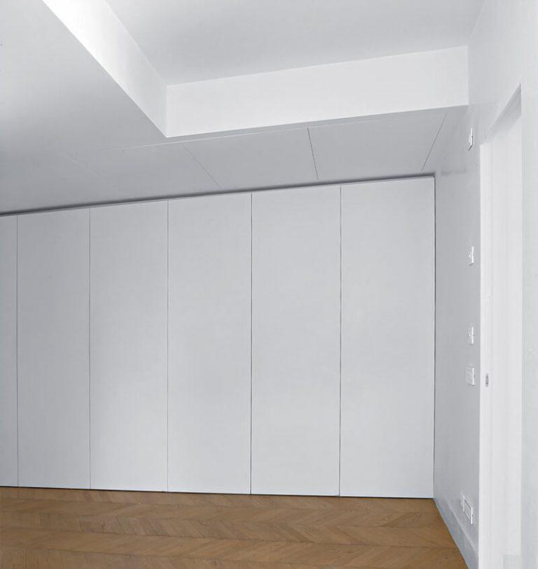 foto di botole a soffitto chiuse con ante combinate