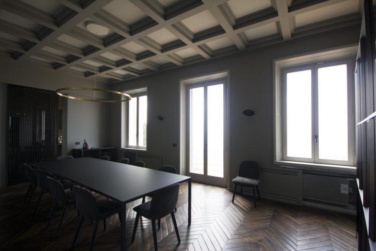 foto chiusure invisibili aperte in una villa di Fiesole