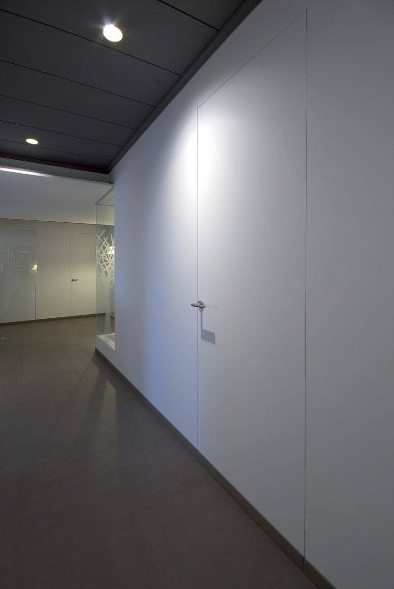 foto Porte Filo Muro chiuse in ufficio