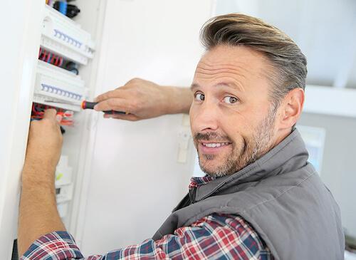 foto di raso parete per elettricisiti