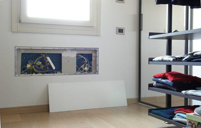 foto di sportello filo muro per impianto elettrico