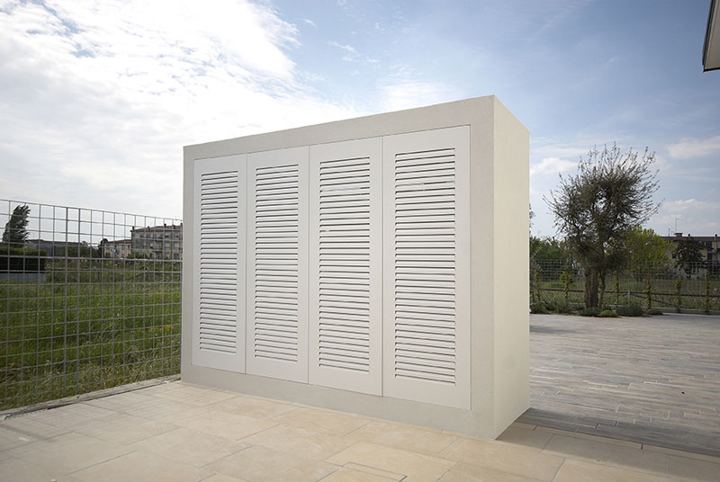 foto di mobili alluminio esterno bianco raso parete