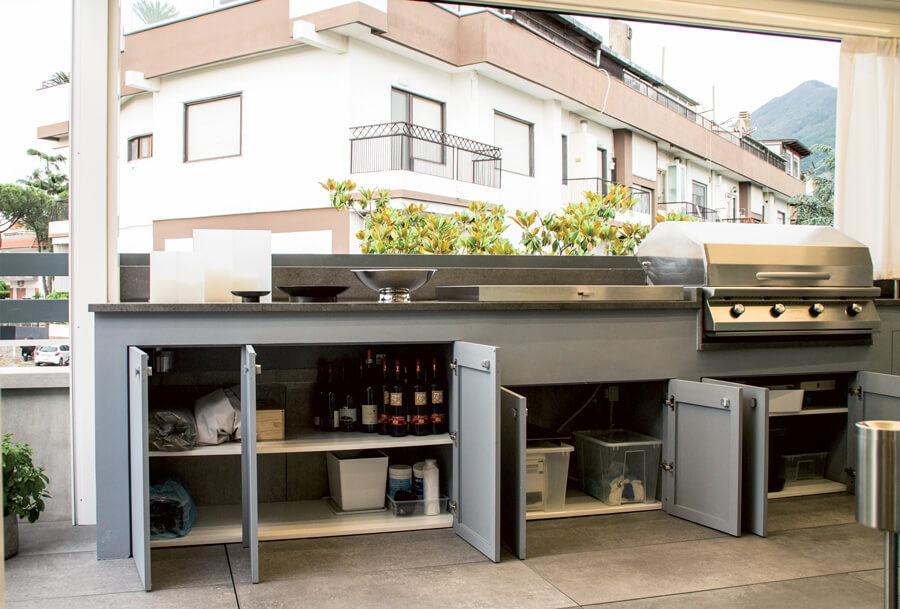 foto di mobili alluminio cucina esterna raso parete